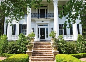 carolyne-roehm-exterior-Charleston-greek-revival-mansion-antebellum-chisholm-alston-departures-southern